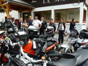 Les motards sur le parking de notre hôtel